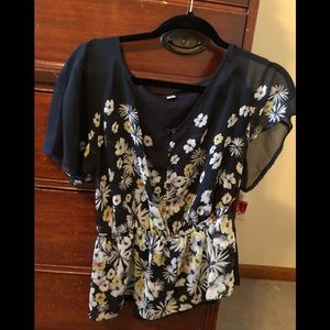 Tops - 💕Navy Blue Floral Blouse